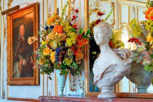 Composition florale dans le château de Breteuil
